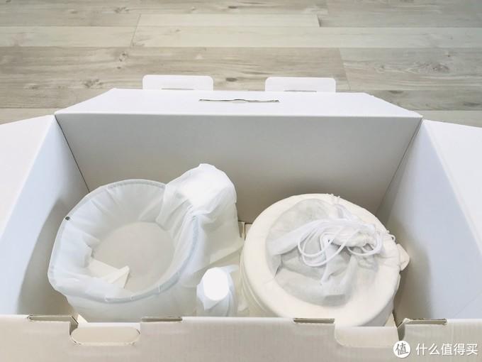 包装箱下层是搅拌杯和搅拌机
