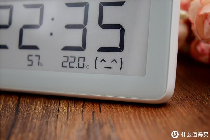 采用电子水墨屏,支持温湿度监测:米家温湿监测电子表体验!