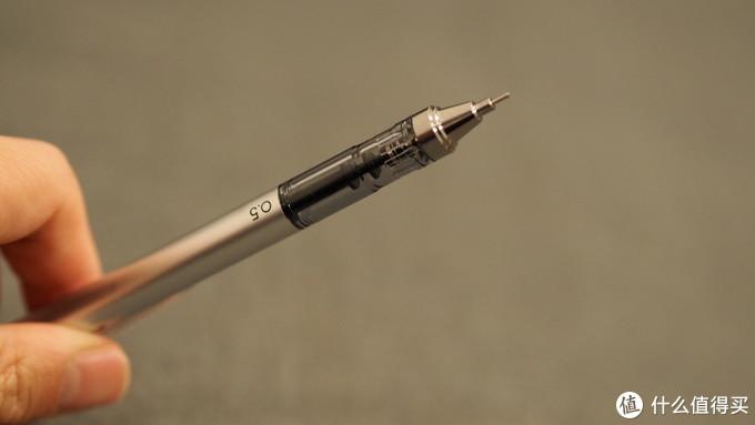 银色加重块滑动到笔腔上部非透明部分