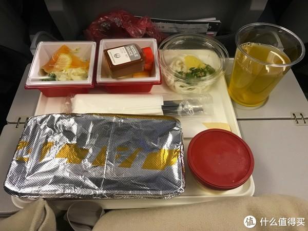 咖喱饭、乌冬面+秋葵、三文鱼刺身、水果、哈根达斯