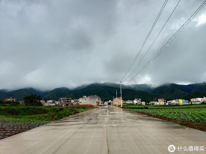 派驻的西南边陲小村,距离乡镇22公里