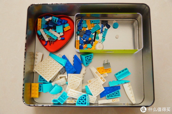 分别是月饼盒子,糖盒子和茶叶盒子……