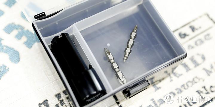 小附件盒打开后有备用电池和赠送批头
