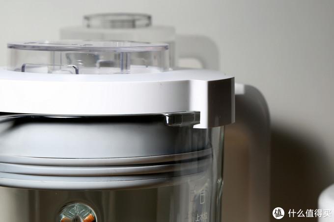 搅拌杯玻璃侧耳与杯盖连接