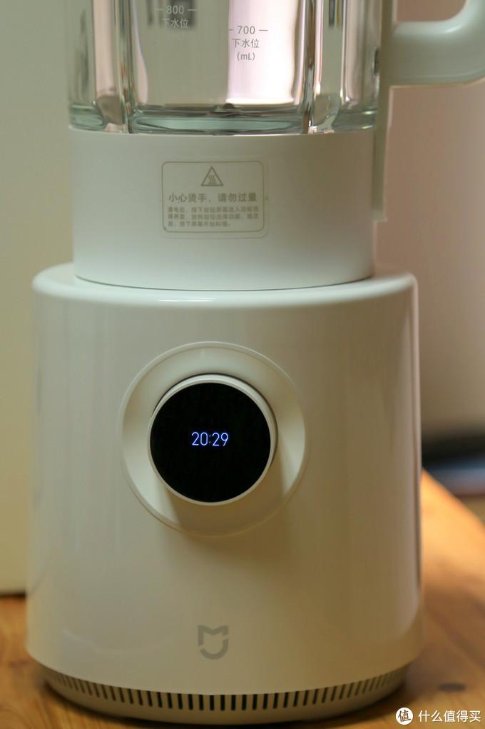 通电后有语音提示,屏幕自动显示当前时间