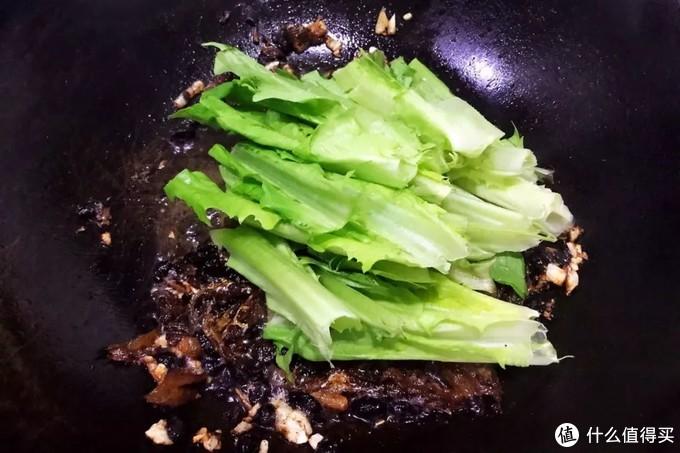 豆豉鲮鱼油麦菜丨你要非说它是个素菜,它可不会服气呢!