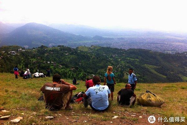 来到尼泊尔博卡拉你能玩什么?请先约好滑翔伞体验