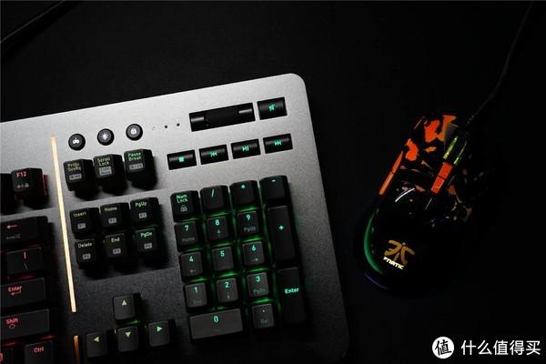 键盘里的非主流——Tt Level 20 RGB Cherry 银轴