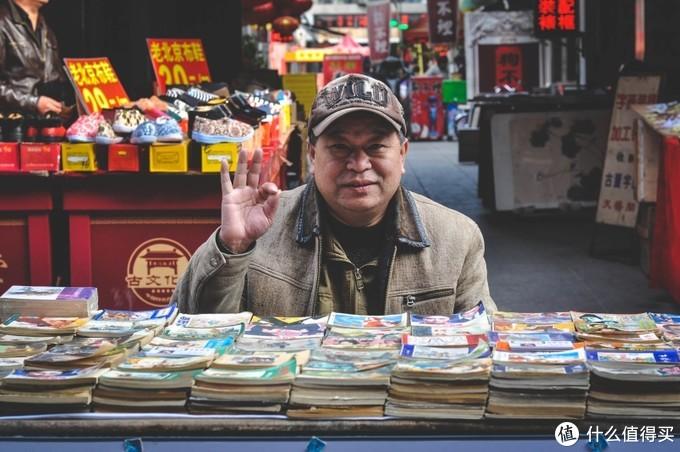 街边摆摊的书摊