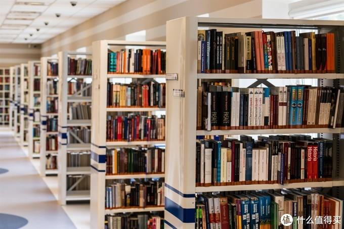或者就是回忆中的大学图书馆