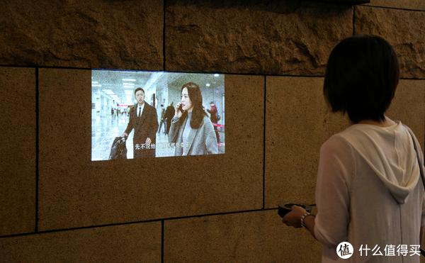 坚果微果i6评测:能带着走的移动电影院,哪里都能变大屏