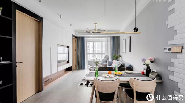 88平新房装修,电视墙堪称一绝,收纳+隐形门超实用!