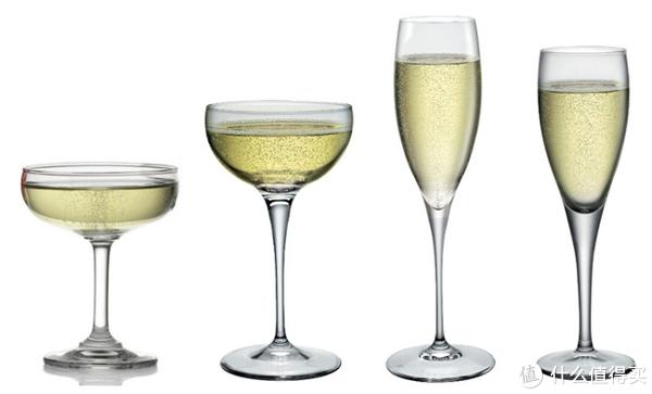 更高级和香槟更适合左边的杯子