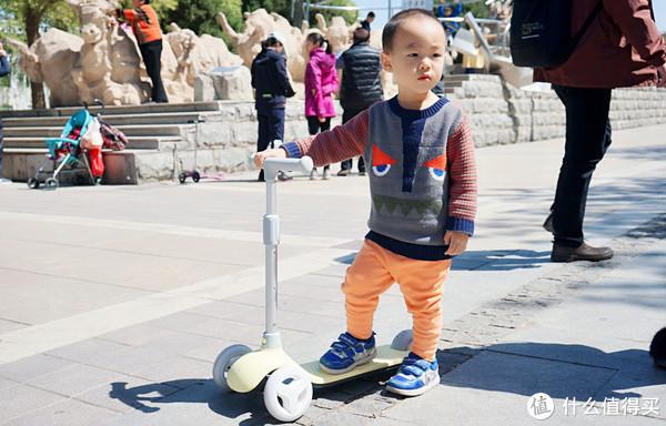 从小就做风一样的男子:MI 小米 米兔儿童滑板车