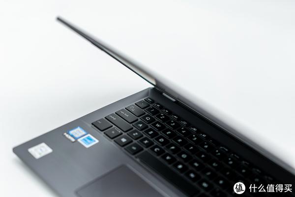 C面的键盘槽部分锋利的菱形切面非常有工业设计感