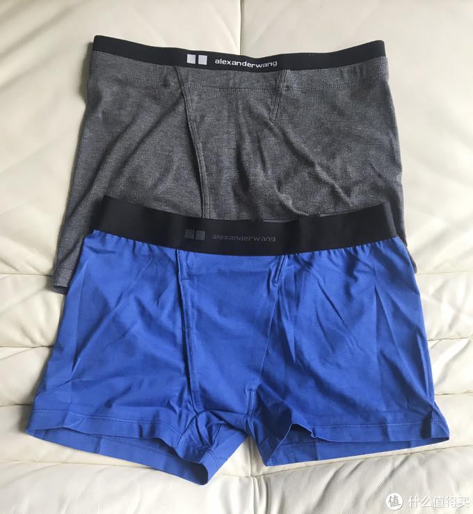 和Heattech款近似的内裤款式设计,同样加宽的腰部织带。