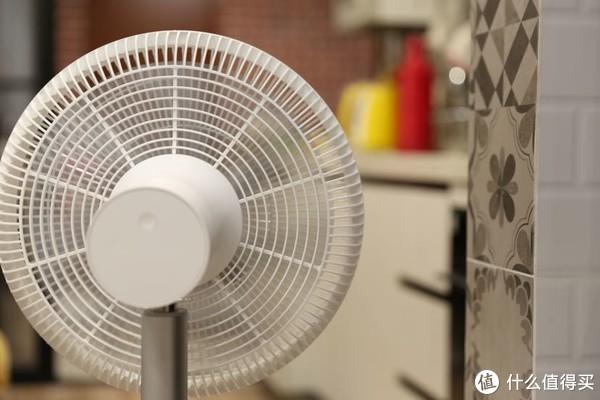 不插电也能吹上一整天--智米无线风扇2S