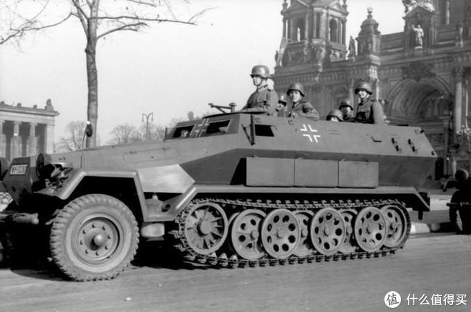 一辆Sd.kfz. 251 A型半履带装甲车, 摄于1940年1月,柏林