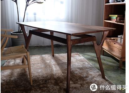 因支撑结构像鹿角而得名的鹿角桌