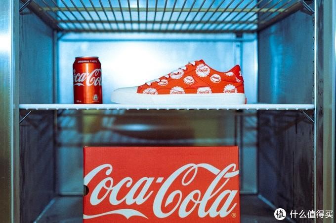 球鞋也要过夏天:Coca-Cola 推联名网球鞋  Reebok 元祖鞋款推夏日配色