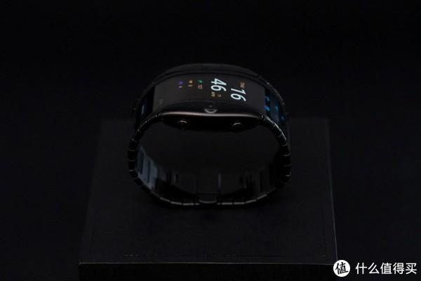 未来科技新物种定义全新移动终端形态 柔屏腕机努比亚阿尔法图赏