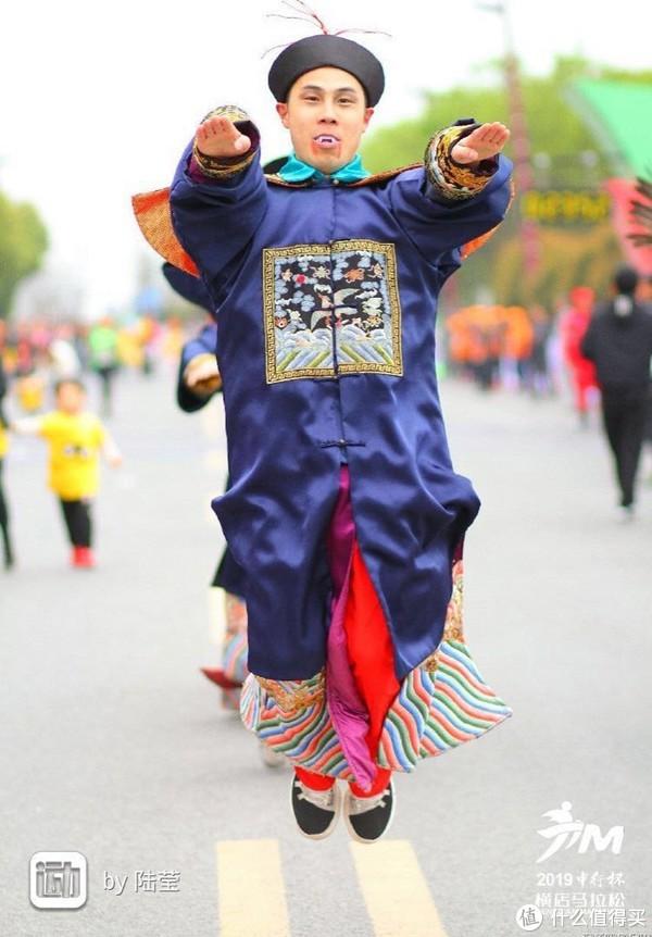 自信满满,状况百出?本氧气美少女的横店马拉松全记录