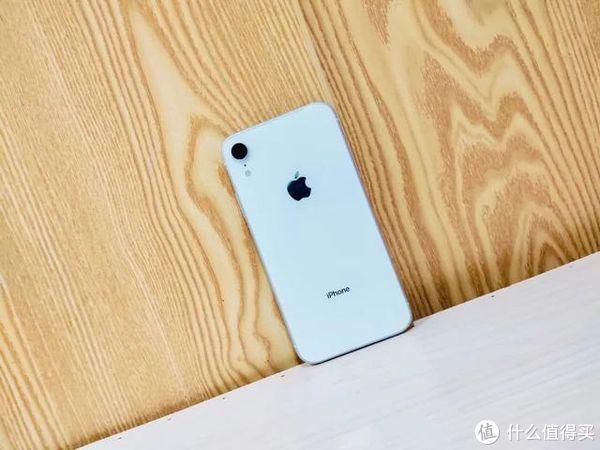 iPhone这款手机终于降价了:仅需一个月工资即可入手网友直呼真香