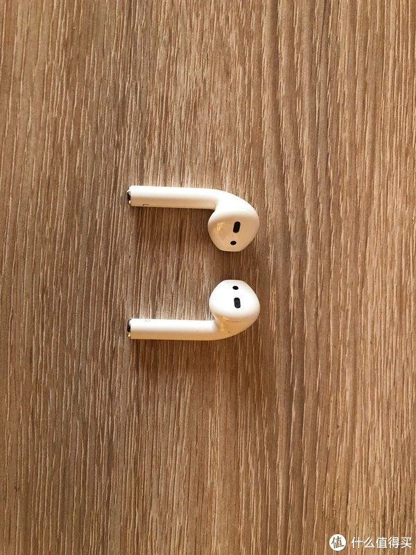 耳机的缝隙用手抚摸也能感受到