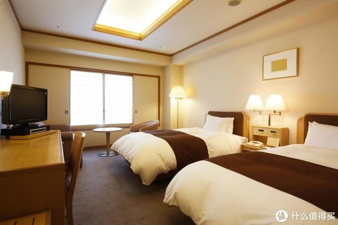 房间是满满的90年代感觉,不过还是很干净的,以前国内的国营酒店也都是这种感觉。