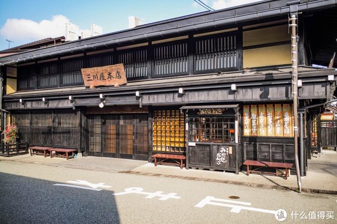 都是木质的建筑,跟 京都 的感觉渐渐像了起来,由于太早所以很多商家都还没开门