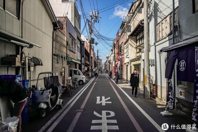 锦市场旁边的小路,日本干净的街道随便一拍都挺有感觉的。