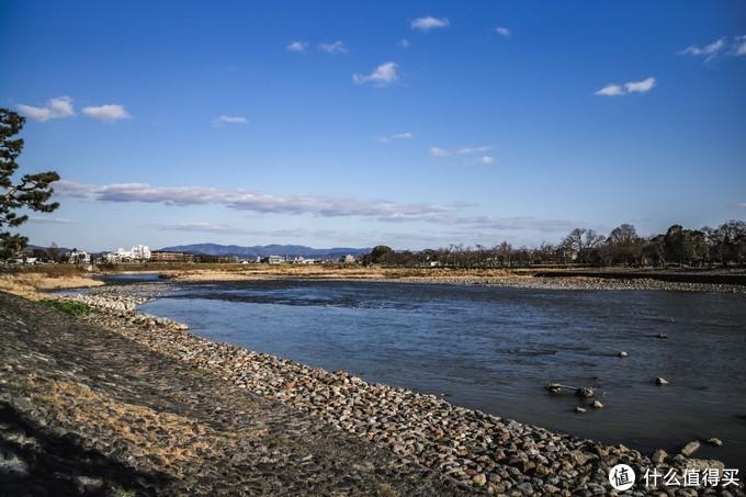 从京都市区坐公车的话大概45分钟左右,可以坐电车大概是25分钟左右到达。