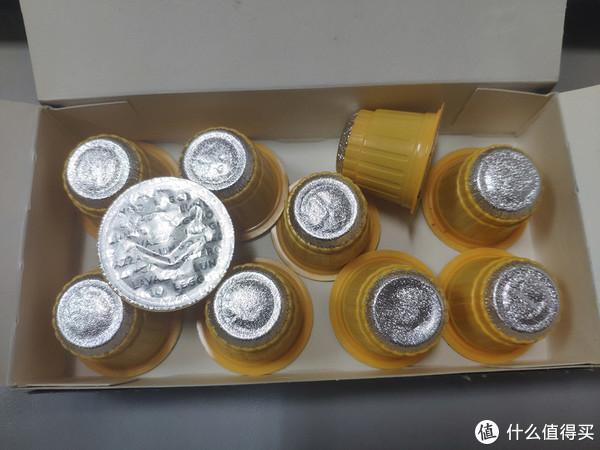 打开后就看到胶囊啦,一堆黄色的。。。