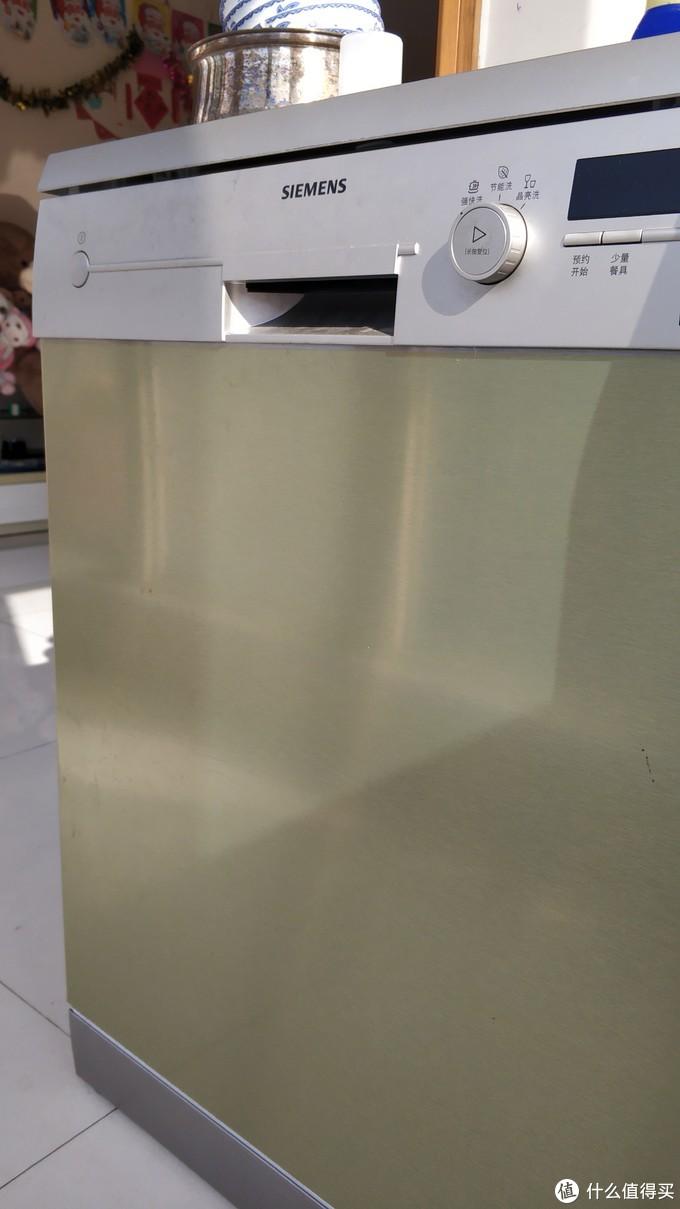 洗碗机使用心得:是否需要手动清洗洗碗机内部?