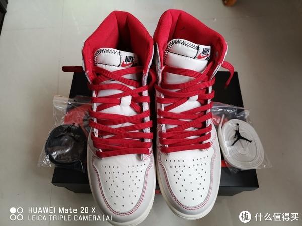 原装是有防盗链的,配三色鞋带白、黑、红,自己瞎折腾换成了红色的