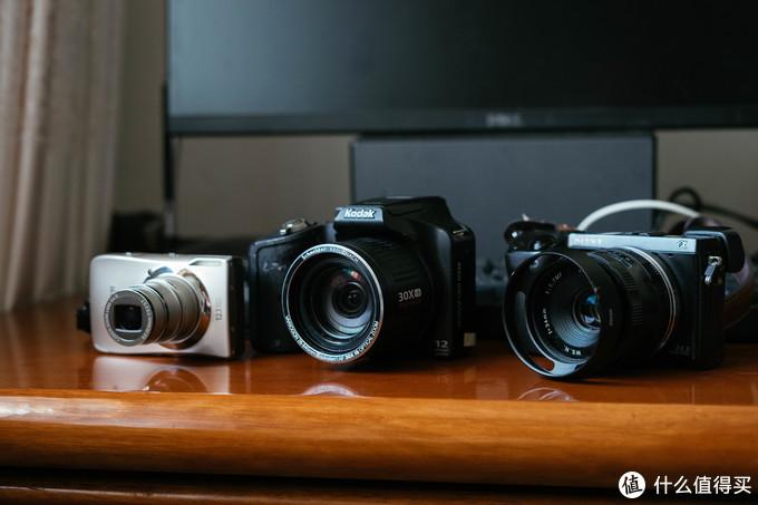 主角就是中间这台蒙皮脱落的柯达长焦相机