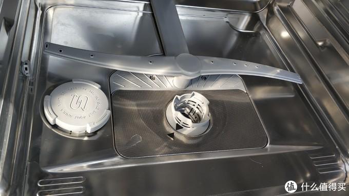 图2,洗碗机底部