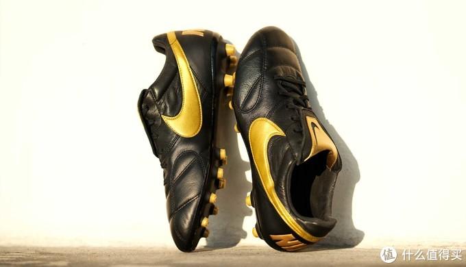 返璞归真:NIKE 耐克 推出 全新黑金配色版 Premier II FG 足球鞋