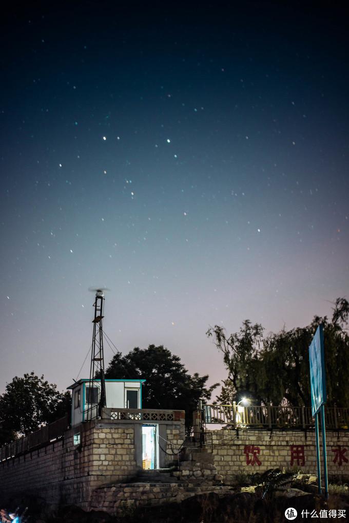老家水库凌晨3点的夜空繁星点点
