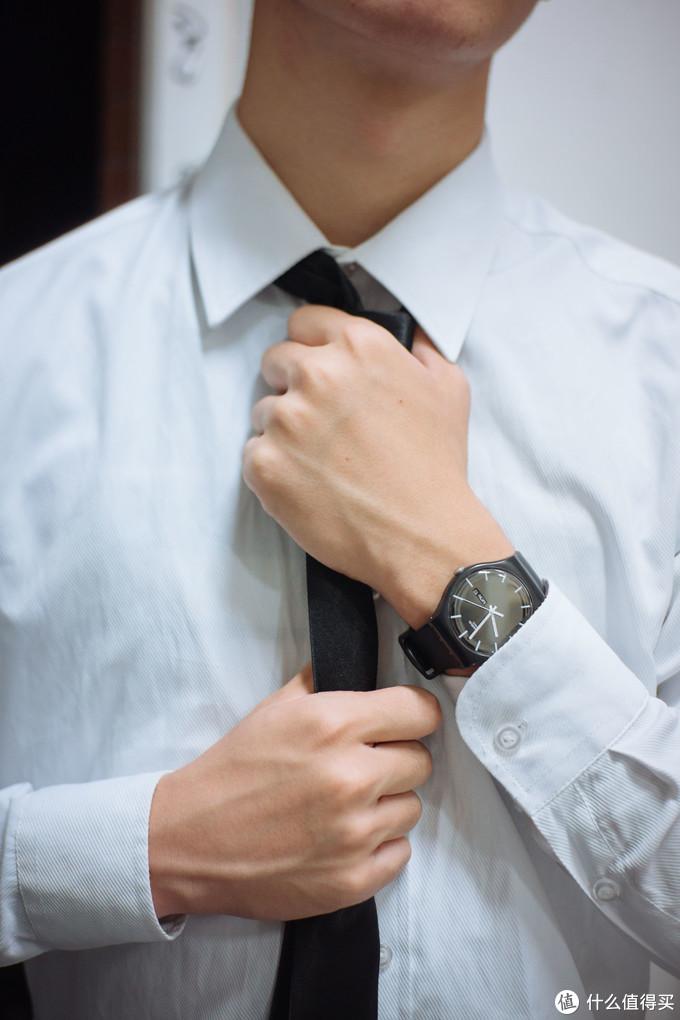 舍友打领带