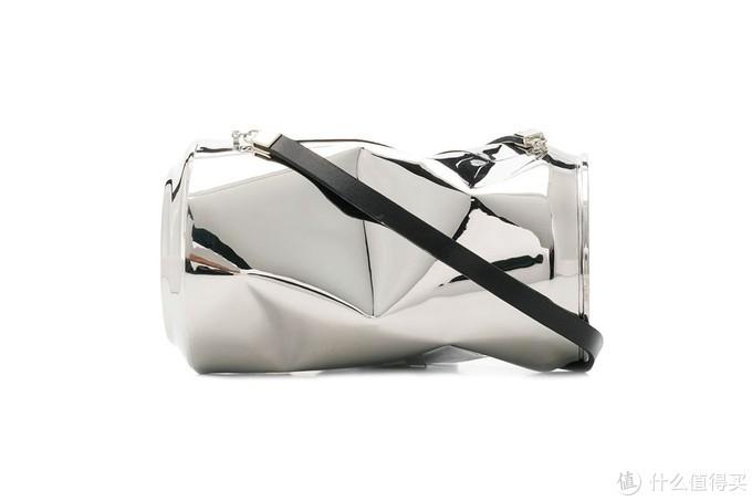 包包世界惹人爱:2万的纯银易拉罐背包你买吗?Gucci春夏新款背包造型似皇家鸟笼