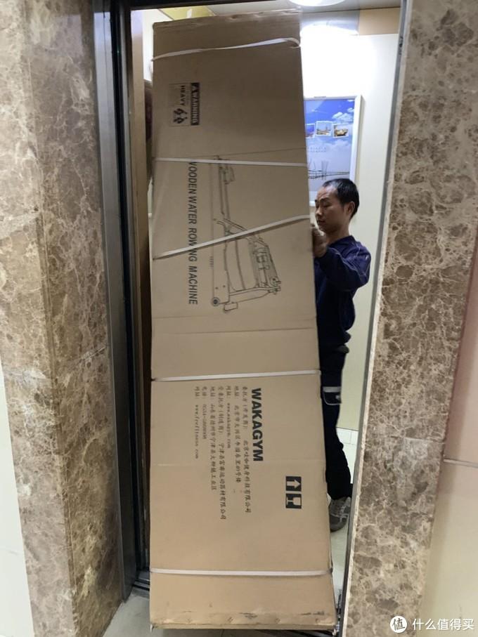 德邦直接送货入户,电梯勉强放进去。