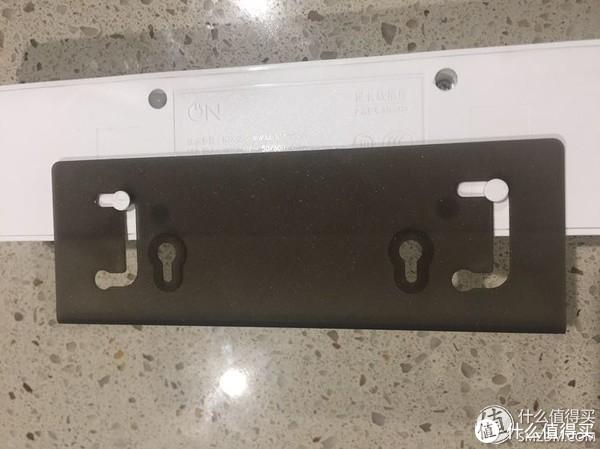 支架伸出的样子,卡槽滑上滑下就可以伸缩支架。