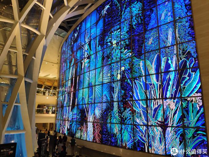 上海文化广场的这一大屏彩绘玻璃煞是壮观