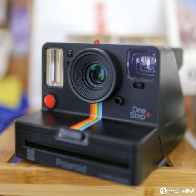 宝丽来Onestep+:怀旧复古风 + 手机遥控,拍立得宝丽来相纸到底要不要甩???