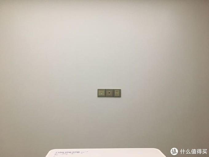 这是我的显示条件,一面白色的墙,房间有不透光的窗帘,我是晚上测试的,测试距离约1.5米