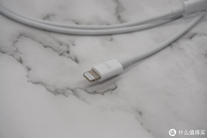 就是现在最便宜的认证C2L数据线 — 紫米 C2L苹果数据线