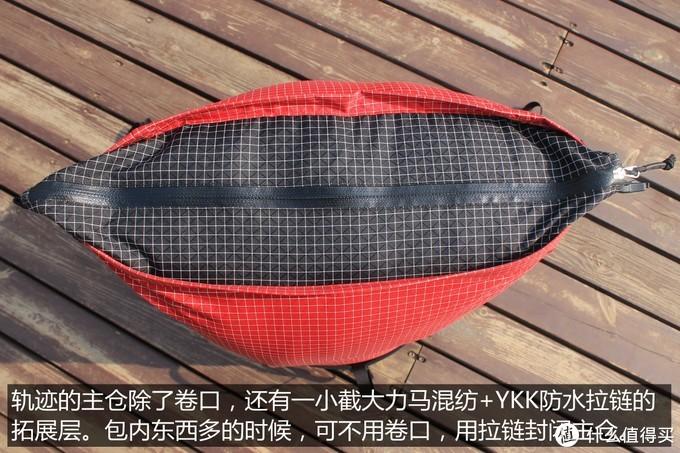 虽然采用YKK防水拉链,但拉链与面料缝合处未做压胶防水处理