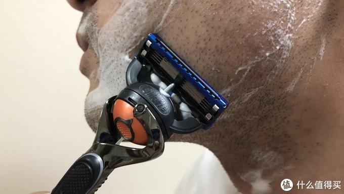 担心刮破皮肤?刮不干净?——吉列Gillette锋隐致顺手动剃须刀使用感受