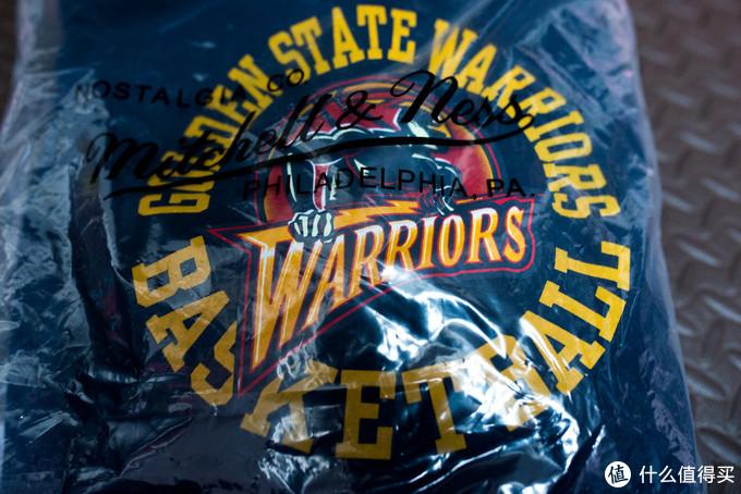 M&N的NBA联名服装。上一次买了个老鹰队的T恤。我们这边最近停了供暖之后,还稍微有点冷。趁着反季打折,买个卫衣,还能穿几天。